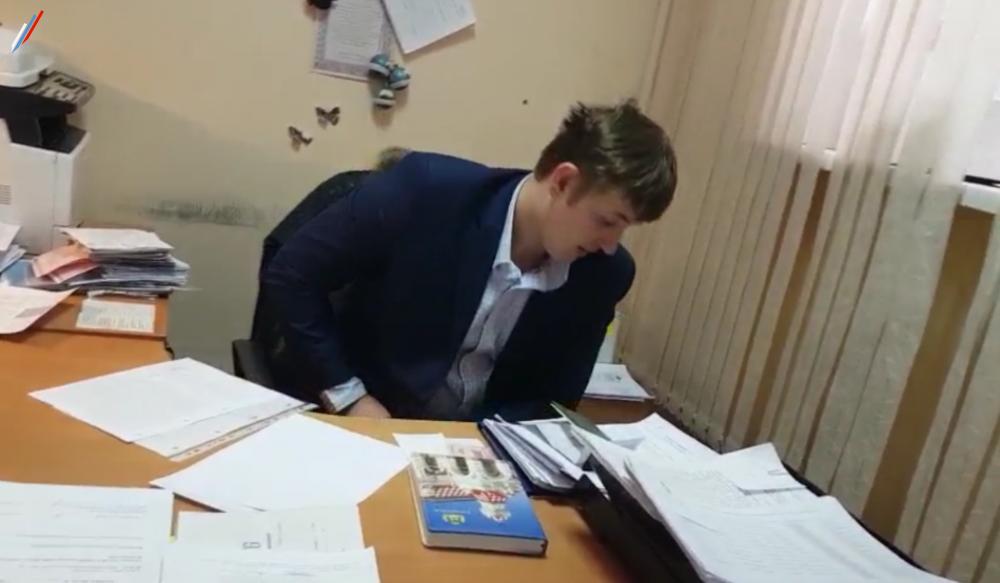 Ряженый в сотрудника МВД в кабинете УВМ г.Екатеринбурга, ул.Фрунзе, д.20