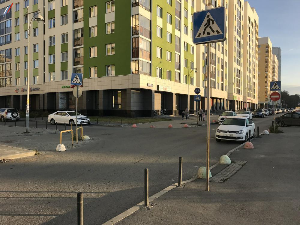 Нет разметки на дублере ул.А.Мехренцева у дома №38