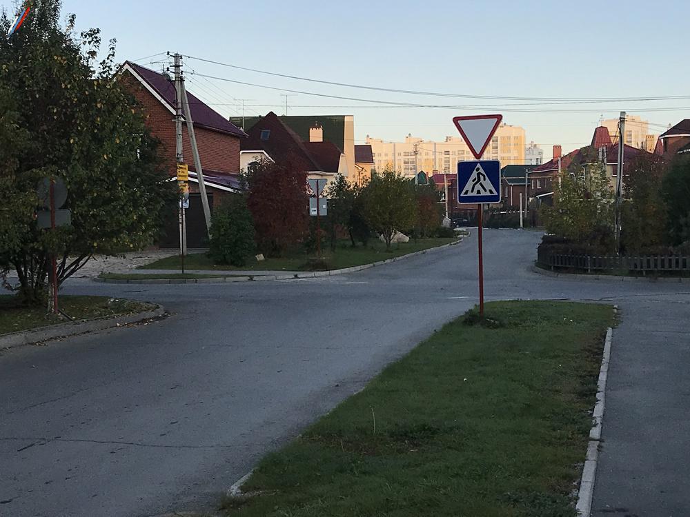 Нет разметки на опасном угловом пешеходном переходе Барвинка-Кольцевая