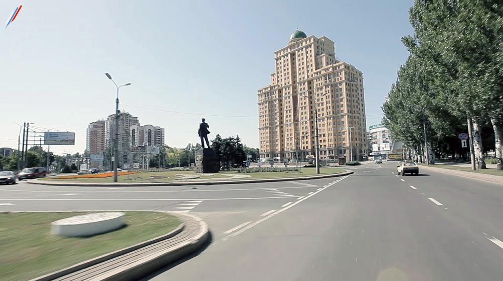 Разметка в центре фронтового Донецка