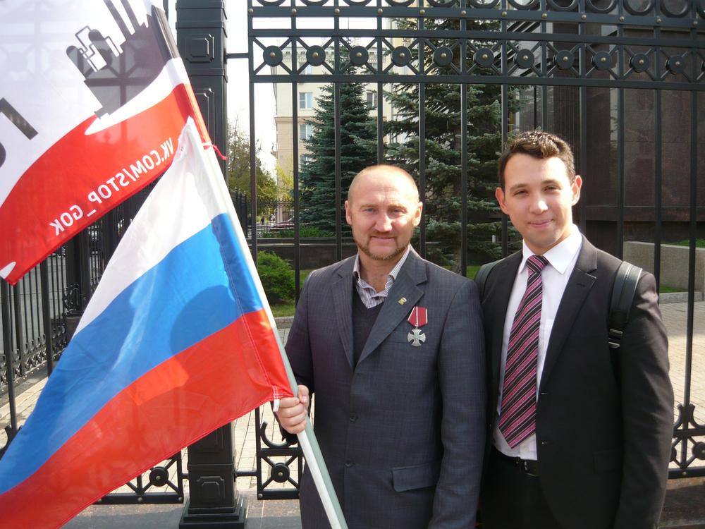 С.Юрченко и Б.Золотаревский (координатор штаба Навального в Челябинске), фото: vk.com/stop_gok