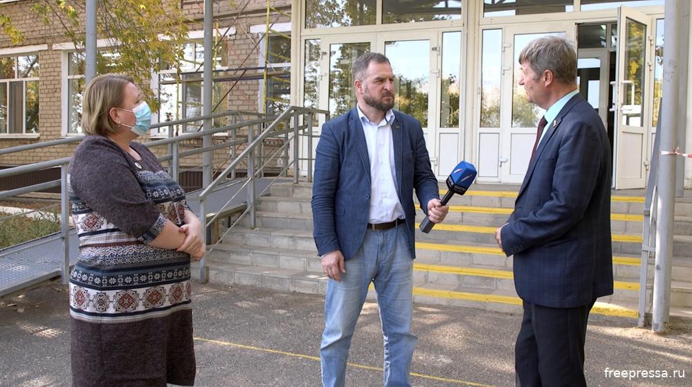 Депутат Фролов с внезапной проверкой у Бердянской школы